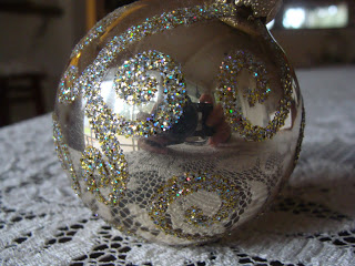 DIY Glitter Christmas Ball Ornament